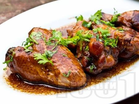 Вкусни сочни мариновани пилешки крилца в соев сос, мед и горчица на фурна - снимка на рецептата